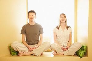 pareja-meditando-300x199