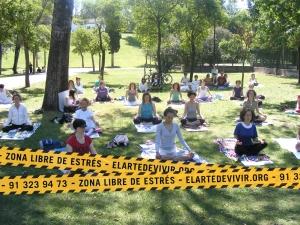 Yoga en el parque mayo 2010 049-retc
