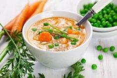 11803723-sopa-de-verduras-frescas-con-zanahoria-patata-y-guisante-verde.jpg